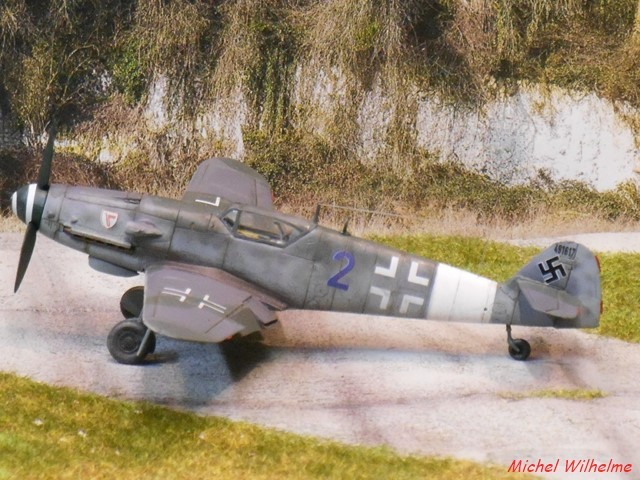 MESSERSCHMITT 109  G.10  Erla  .  AZ model 1/72 1912171004435625616560736