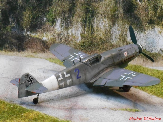 MESSERSCHMITT 109  G.10  Erla  .  AZ model 1/72 1912171004535625616560742