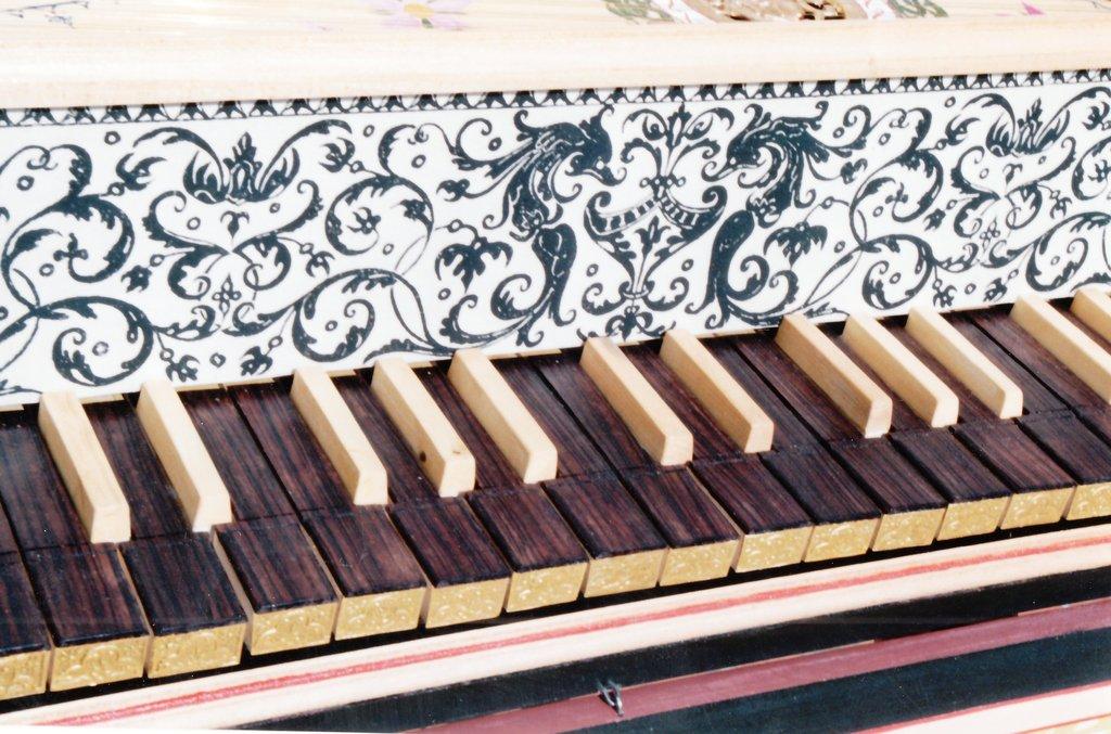 Fabrication d'instruments de musique anciens de bgire - Page 2 2lNjJb-1992-Kind-Virginal-59