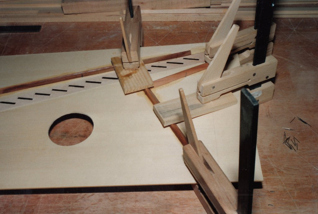 Fabrication d'instruments de musique anciens de bgire - Page 2 HiNjJb-1992-Kind-Virginal-33