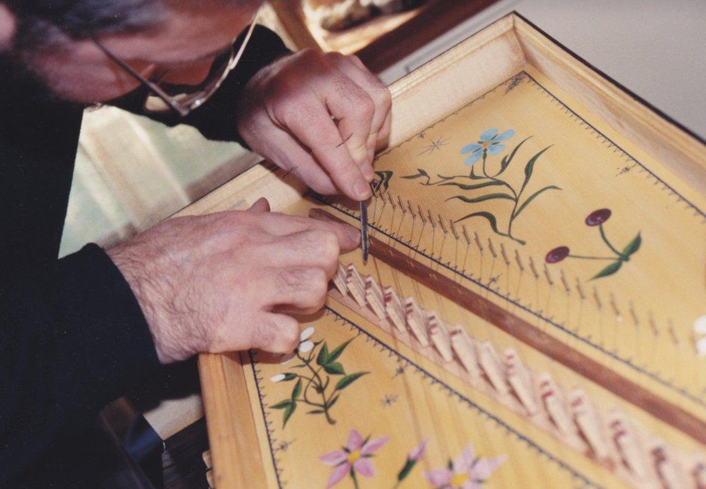 Fabrication d'instruments de musique anciens de bgire - Page 2 RlNjJb-1992-Kind-Virginal-63