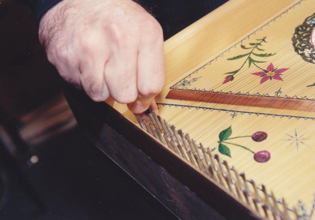 Fabrication d'instruments de musique anciens de bgire - Page 2 VlNjJb-1992-Kind-Virginal-64