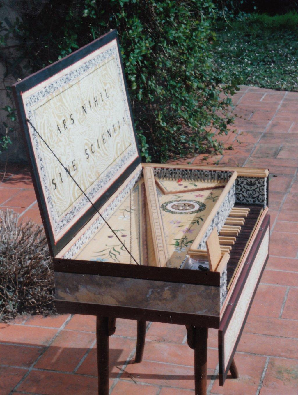 Fabrication d'instruments de musique anciens de bgire - Page 2 YgNjJb-1992-Kind-Virginal-80