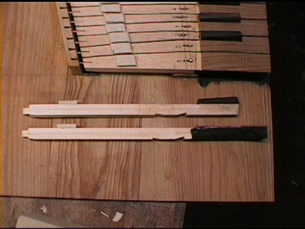 Fabrication d'instruments de musique anciens de bgire - Page 2 CrNjJb-1992-Kind-Virginal-2-08