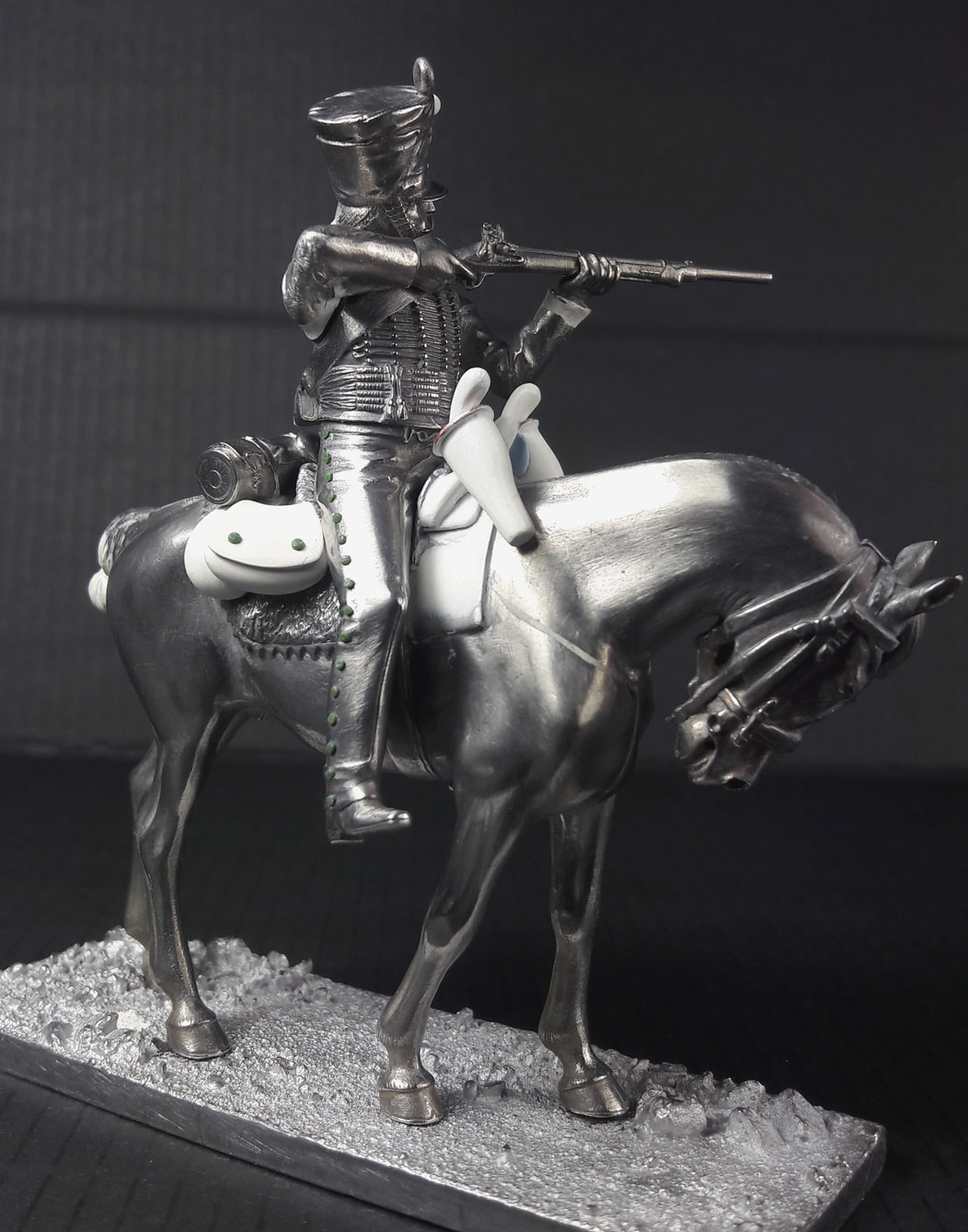 Hussard du 9ème Régiment en tenue de route après 1812 2003120739223593416685840