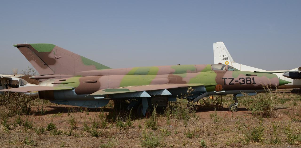 Screenshot_2020-03-29 MiG-21bis-SAU TZ-381 c n N75028711 ex Mali-AF Stored Bamako-Sénou, December 2014