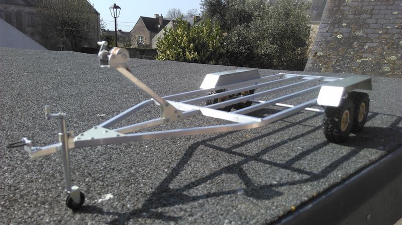 Remorque porte bateau et sa plate (Barque à fond plat). 2004040349472281116724673