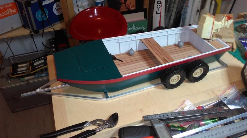 Remorque porte bateau et sa plate (Barque à fond plat). 2004040353452281116724693