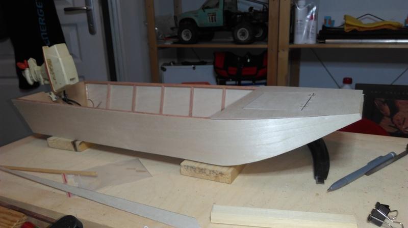 Remorque porte bateau et sa plate (Barque à fond plat). 2004040355552281116724705