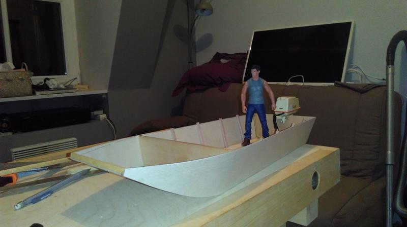 Remorque porte bateau et sa plate (Barque à fond plat). 2004040355592281116724707
