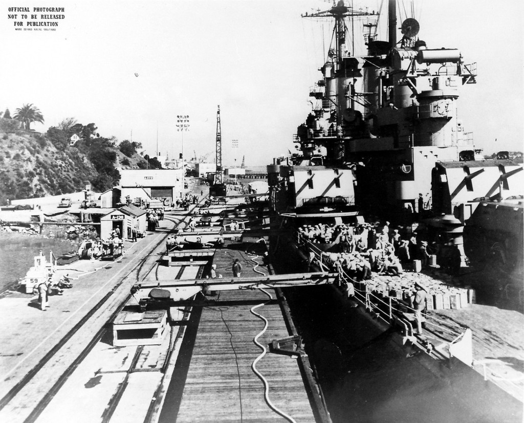 [Montage] Port/arsenal de Kure WWII - 1/700 - Page 3 Y64wJb-USS-Toledo-CA-133-02-Mare-Island