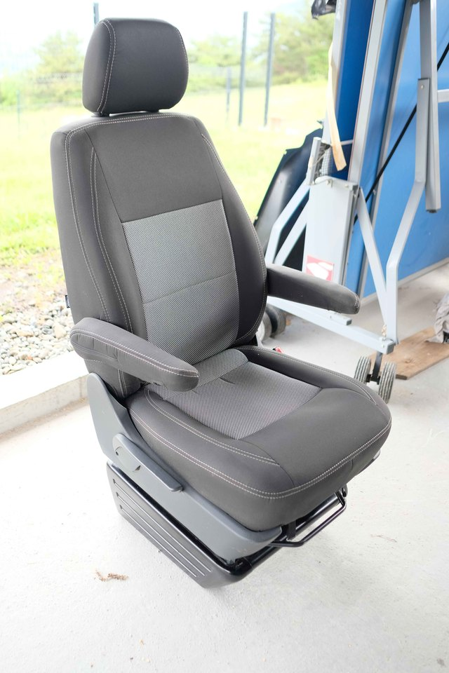 VENDU : Siège passager confort avec Embase pivotante 2005171013571058616799497