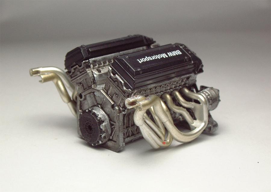 "Mc Laren F1 GTR ""Le Mans 97"" - 1/24e [Aoshima] 70IBJb-mclaren-moteur3"