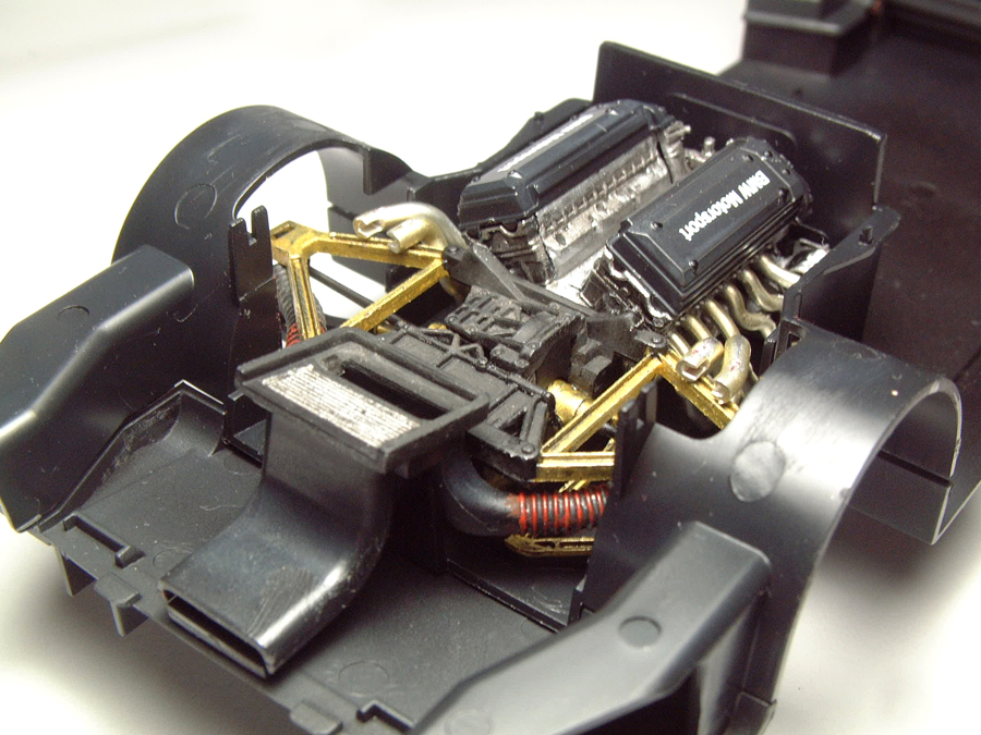 "Mc Laren F1 GTR ""Le Mans 97"" - 1/24e [Aoshima] UhMBJb-mclaren-moteur8"