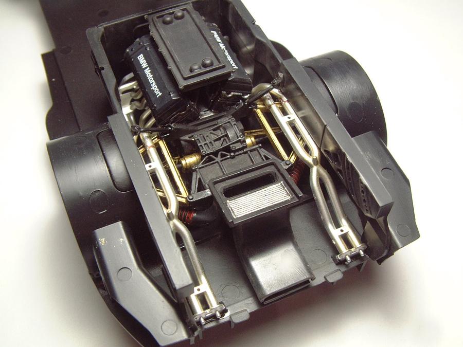 "Mc Laren F1 GTR ""Le Mans 97"" - 1/24e [Aoshima] Pn4CJb-mclaren-moteur10"