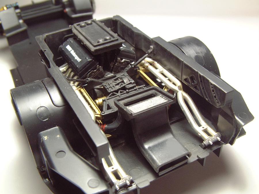"Mc Laren F1 GTR ""Le Mans 97"" - 1/24e [Aoshima] Sn4CJb-mclaren-moteur11"