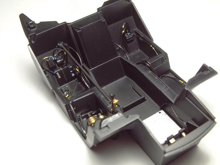 """Mc Laren F1 GTR """"Le Mans 97"""" - 1/24e [Aoshima] BnTCJb-mclaren-interieur4"""