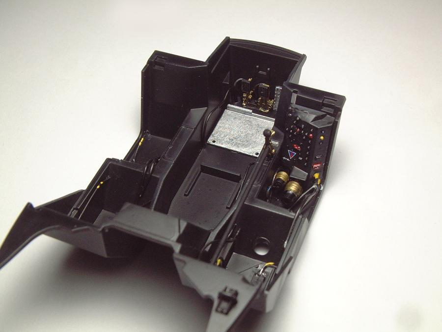 "Mc Laren F1 GTR ""Le Mans 97"" - 1/24e [Aoshima] XnTCJb-mclaren-interieur2"