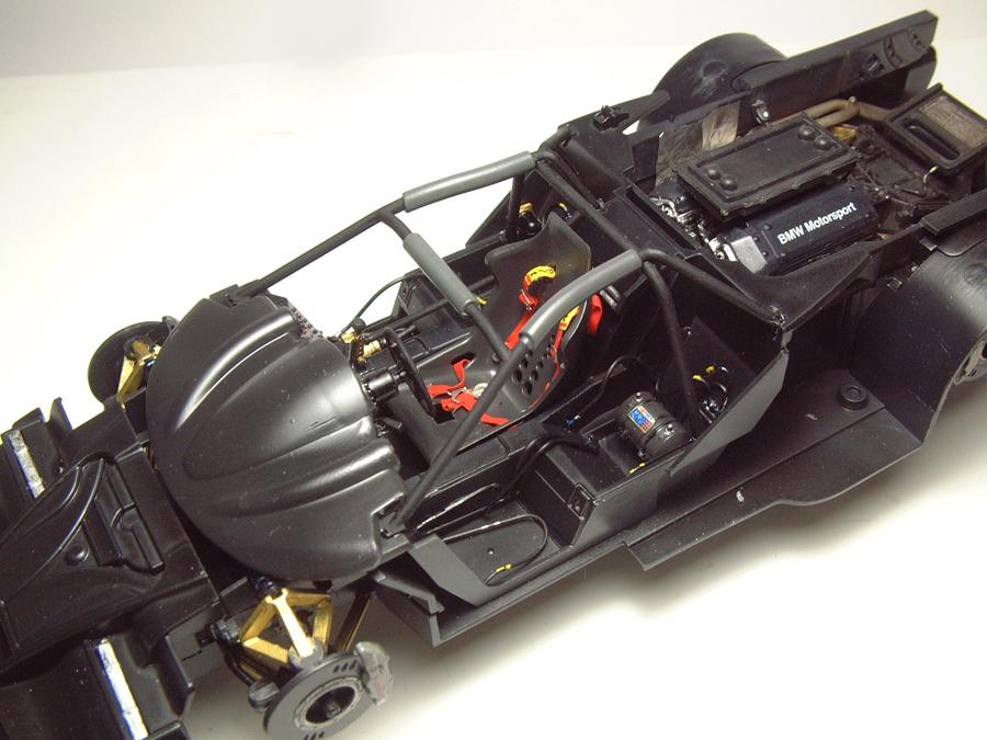 "Mc Laren F1 GTR ""Le Mans 97"" - 1/24e [Aoshima] CnIEJb-mclaren-interieur13"