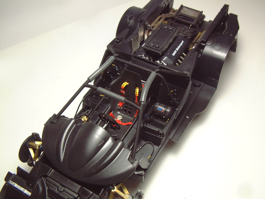 """Mc Laren F1 GTR """"Le Mans 97"""" - 1/24e [Aoshima] DnIEJb-mclaren-interieur14"""