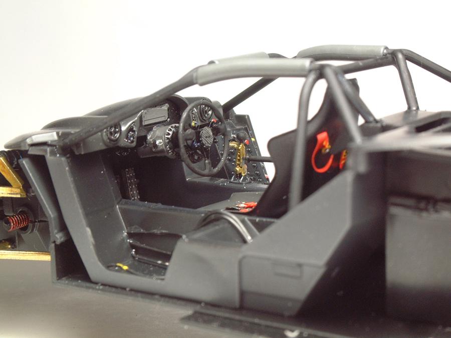 "Mc Laren F1 GTR ""Le Mans 97"" - 1/24e [Aoshima] WnIEJb-mclaren-interieur18"