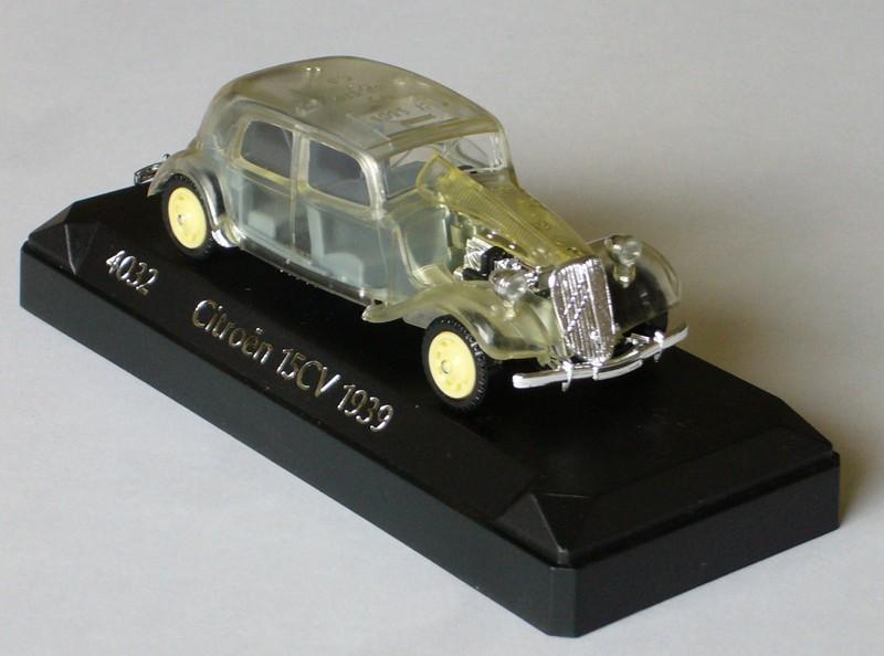 #2064 Citroën 15cv Traction Solido face sur socle web