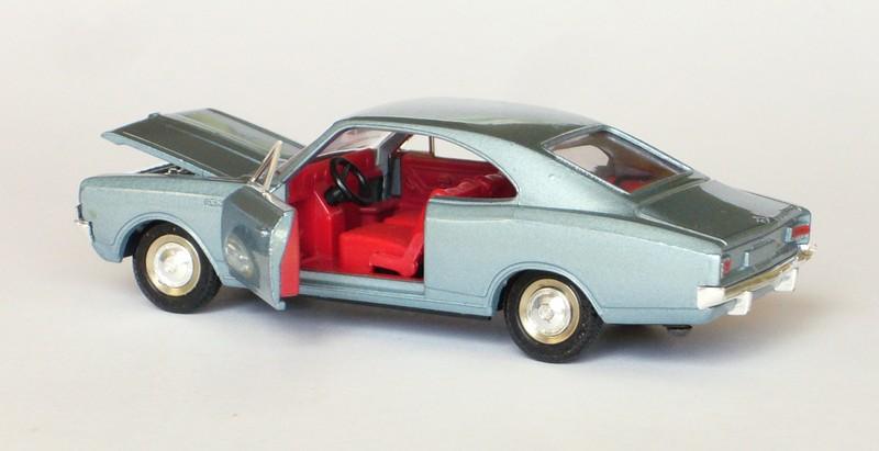 #2076 Opel Rekord 1900 coupé Dinky-Toys arrière ouverte web