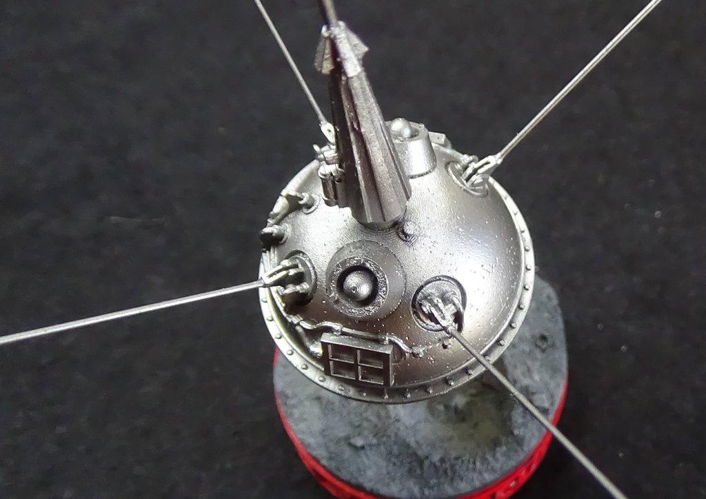 Bip Bip Bip ! Premiers satellites soviétiques au 35e (résine + PE) 9SrUJb-Sputnik-Luna-24
