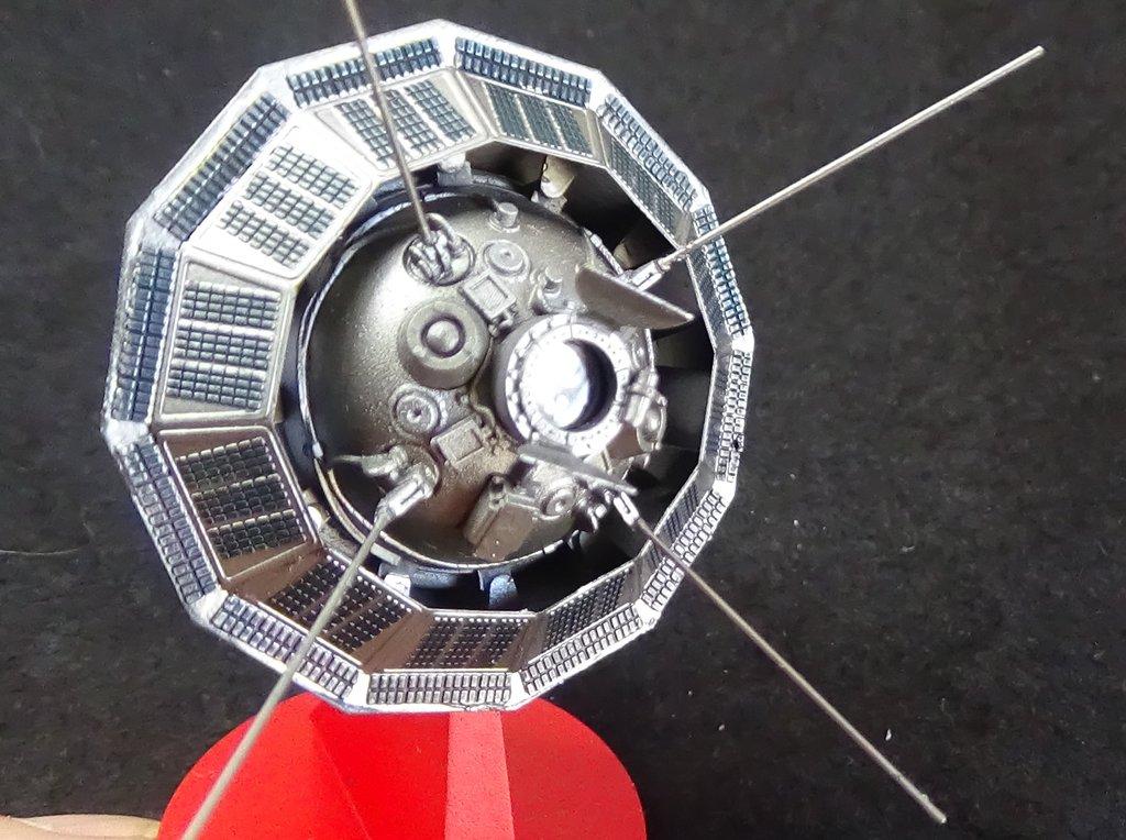 Bip Bip Bip ! Premiers satellites soviétiques au 35e (résine + PE) OQrUJb-Sputnik-Luna-30