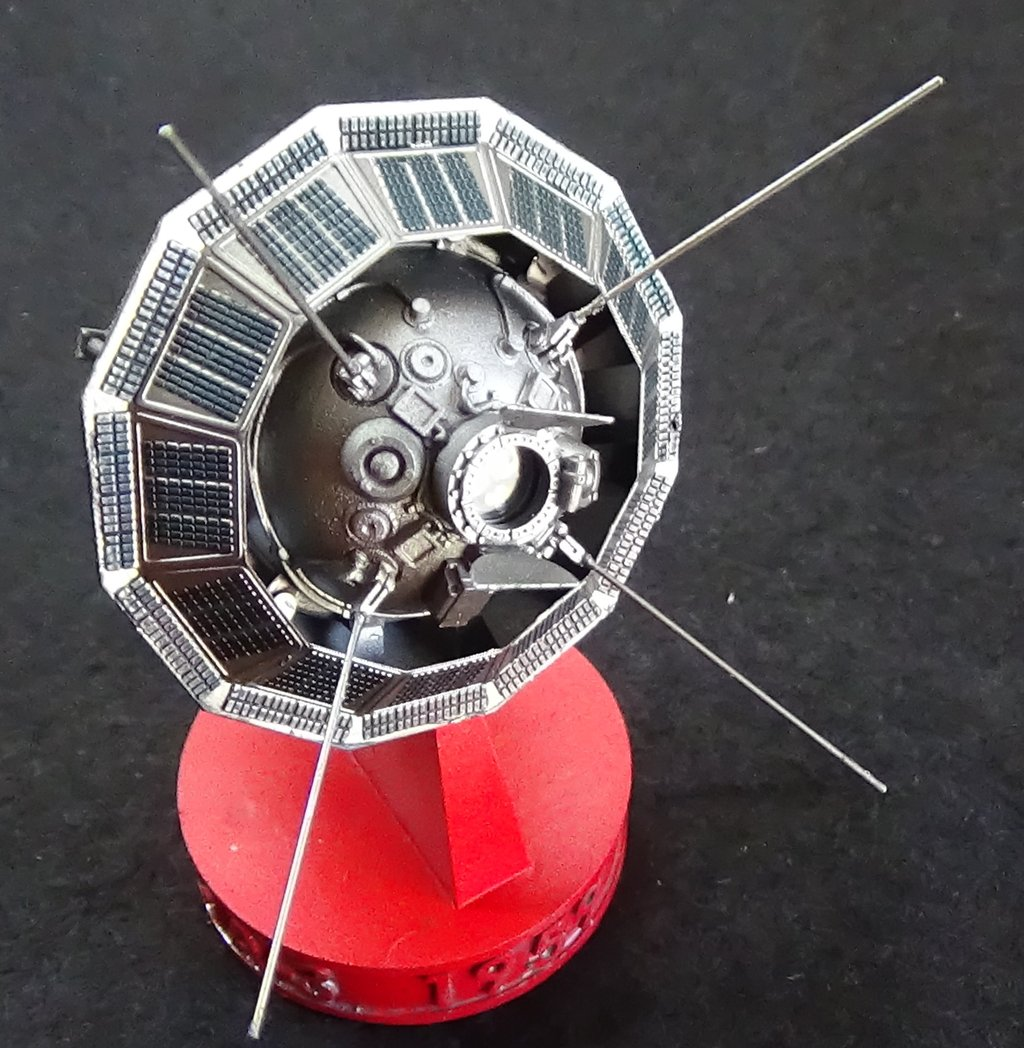 Bip Bip Bip ! Premiers satellites soviétiques au 35e (résine + PE) VSrUJb-Sputnik-Luna-27