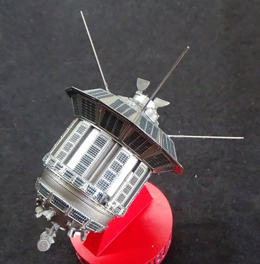 Bip Bip Bip ! Premiers satellites soviétiques au 35e (résine + PE) ETrUJb-Sputnik-Luna-28