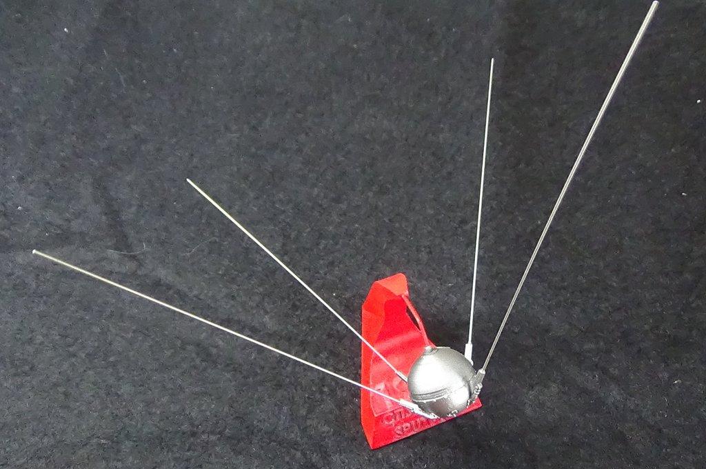 Bip Bip Bip ! Premiers satellites soviétiques au 35e (résine + PE) KSrUJb-Sputnik-Luna-19
