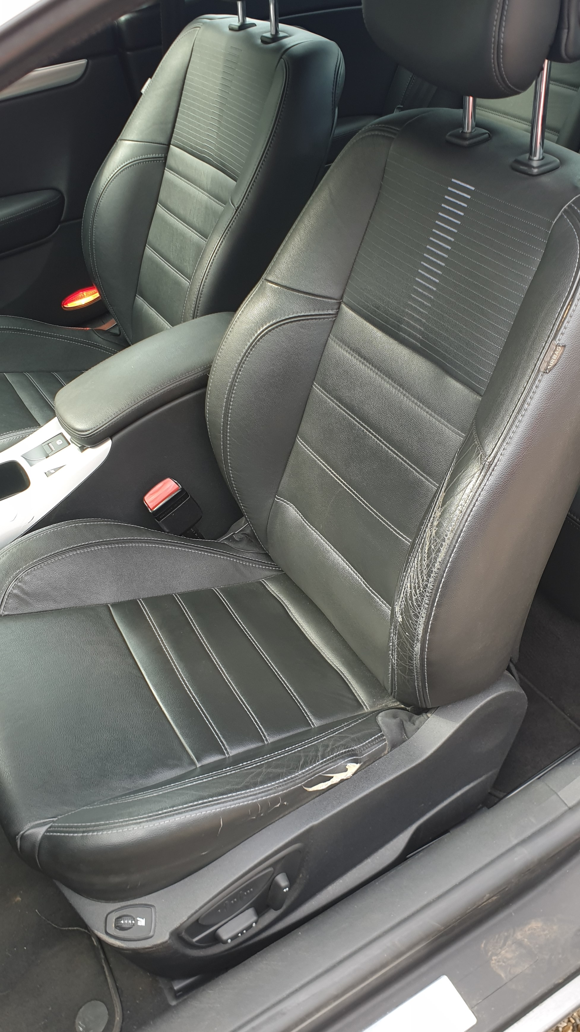 [gaetanXS] Laguna III.1 Coupé 2.0 Turbo GT 205 - Page 3 20082101302524098716976207