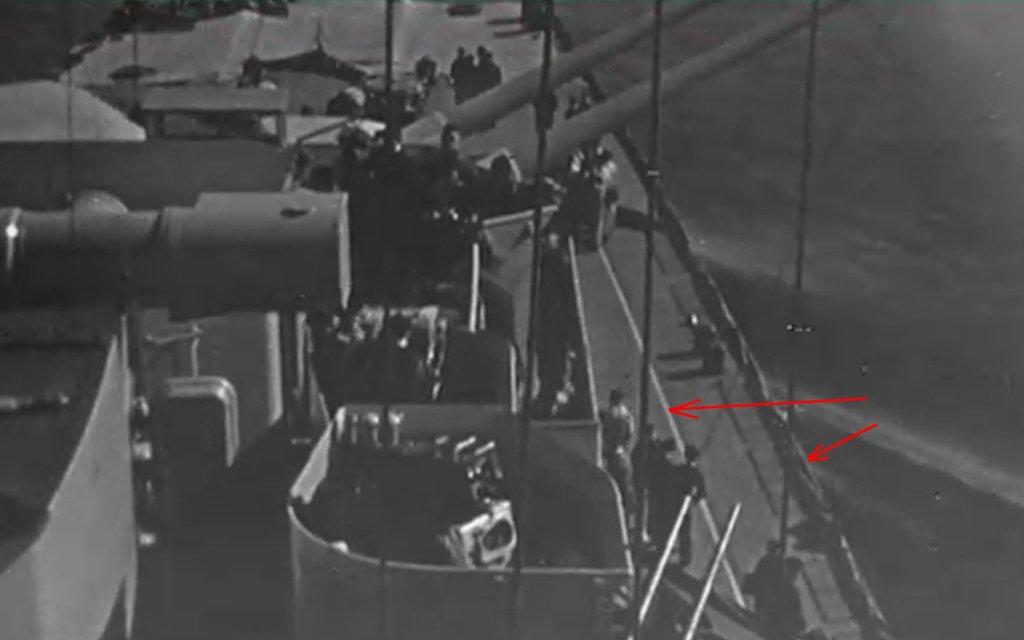 DKM Bismarck 1/350 Trumpeter + PE Eduard - Page 5 PcSoKb-Prinz-Eugen-deck