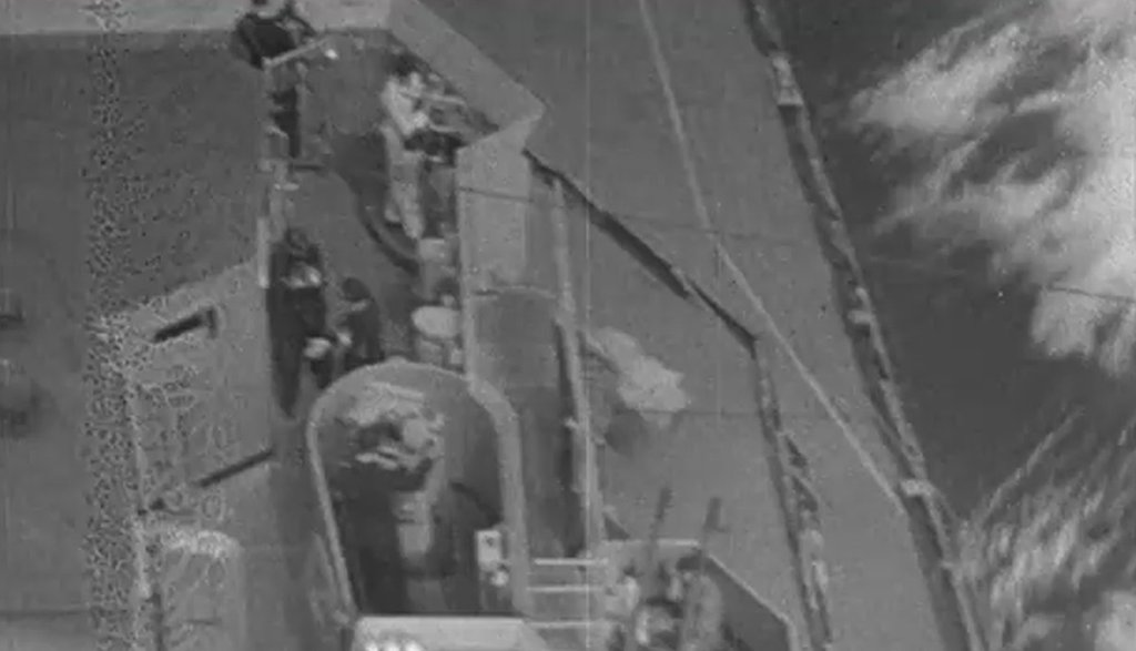 DKM Bismarck 1/350 Trumpeter + PE Eduard - Page 5 QcSoKb-Prinz-Eugen-deck-02