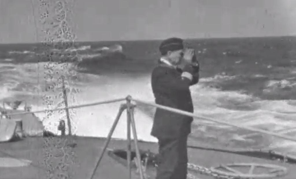 DKM Bismarck 1/350 Trumpeter + PE Eduard - Page 5 ScSoKb-Prinz-Eugen-deck-08
