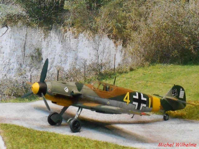MESSERSCHMITT 109  F.4                            AZ MODEL 1:72 2010240311545625617094388