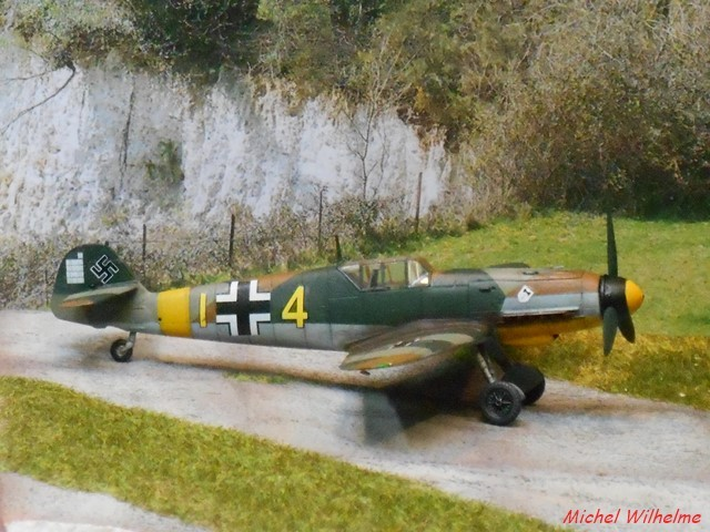 MESSERSCHMITT 109  F.4                            AZ MODEL 1:72 2010240311545625617094389