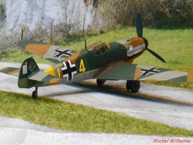 MESSERSCHMITT 109  F.4                            AZ MODEL 1:72 2010240311545625617094390