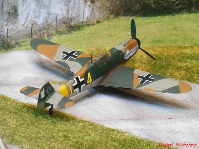 MESSERSCHMITT 109  F.4                            AZ MODEL 1:72 2010240311555625617094391