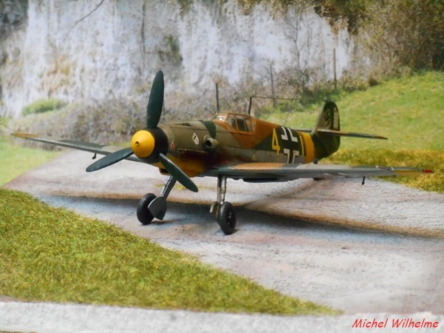 MESSERSCHMITT 109  F.4                            AZ MODEL 1:72 2010240311555625617094392