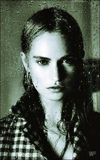 Lily James WgJRKb-L-James-183