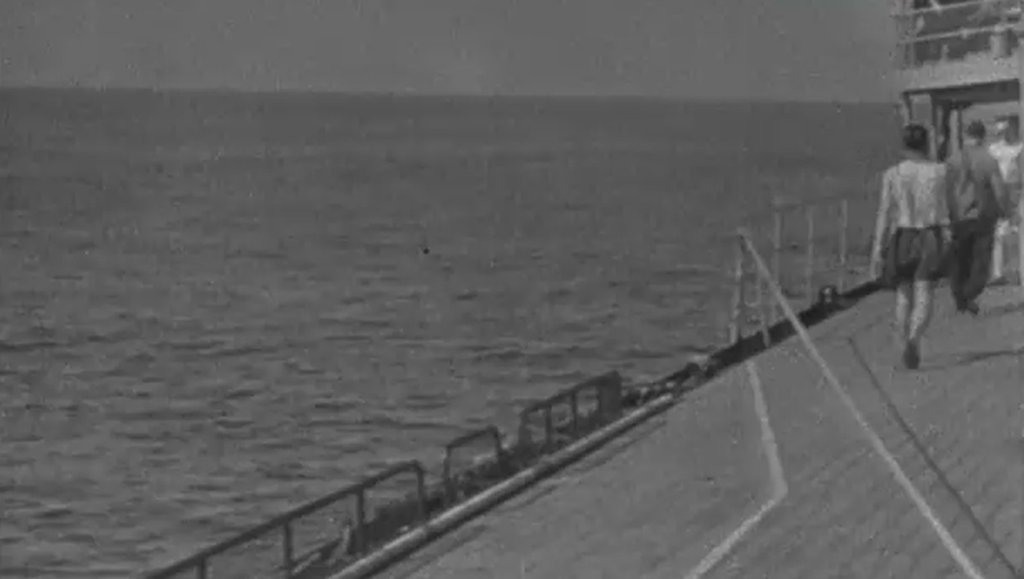 DKM Bismarck 1/350 Trumpeter + PE Eduard - Page 5 QvOdLb-Prinz-Eugen-deck-03