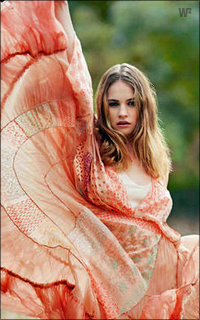 Lily James EJLiLb-L-James-151