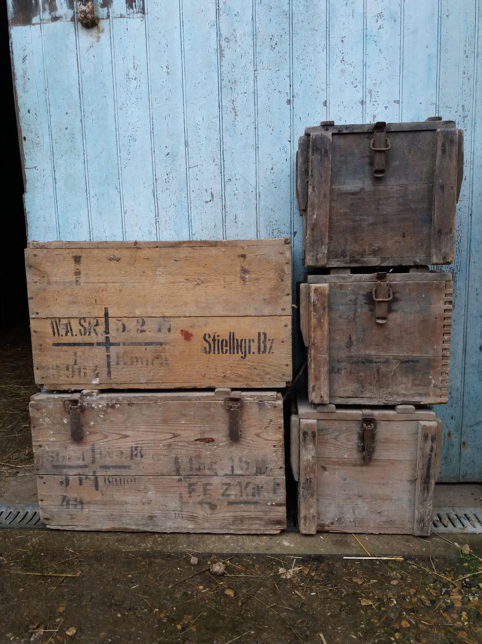 des caisses, des caisses et encore des caisses 21021404291623624317262259