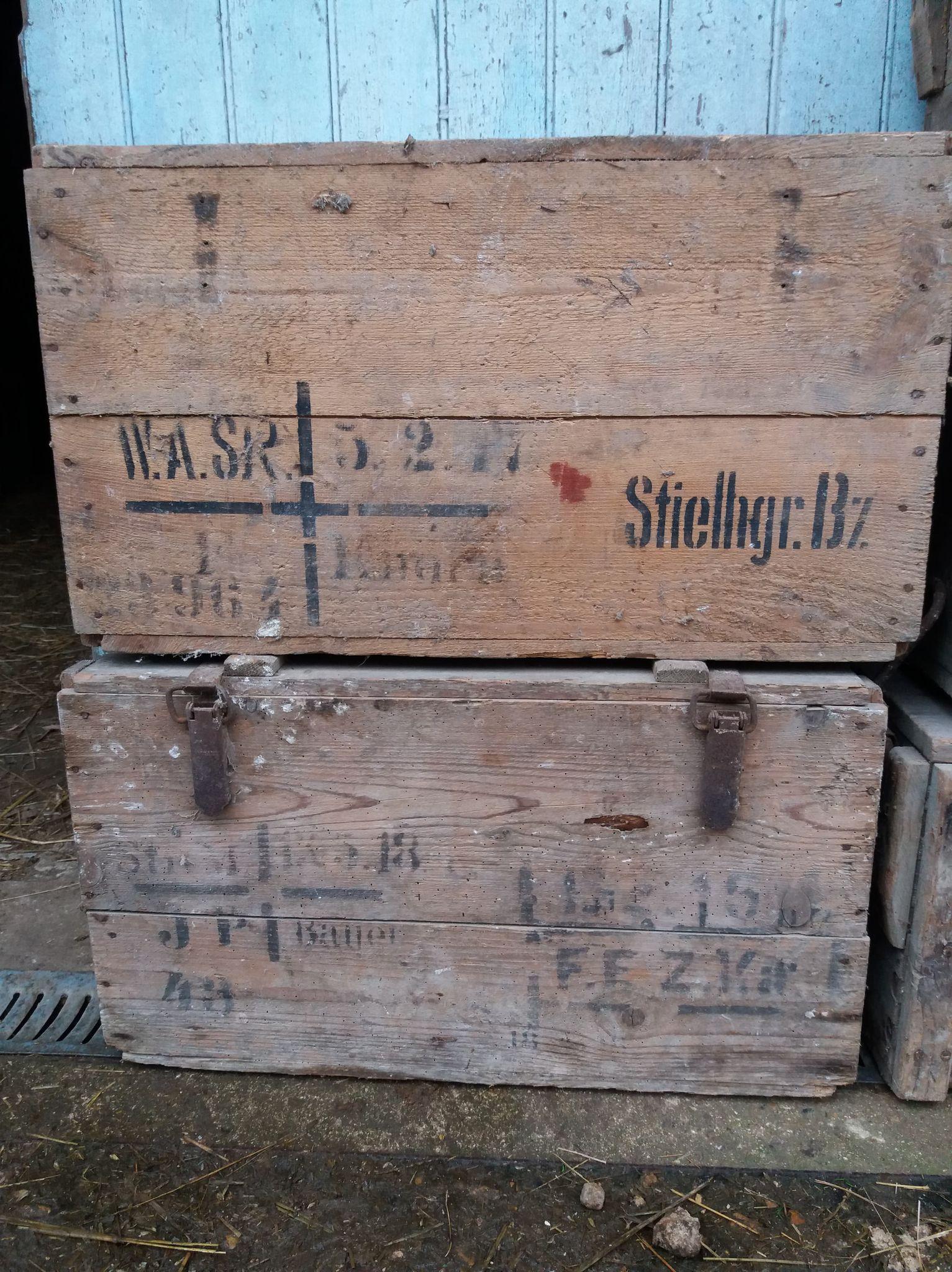 des caisses, des caisses et encore des caisses 21021404291623624317262260