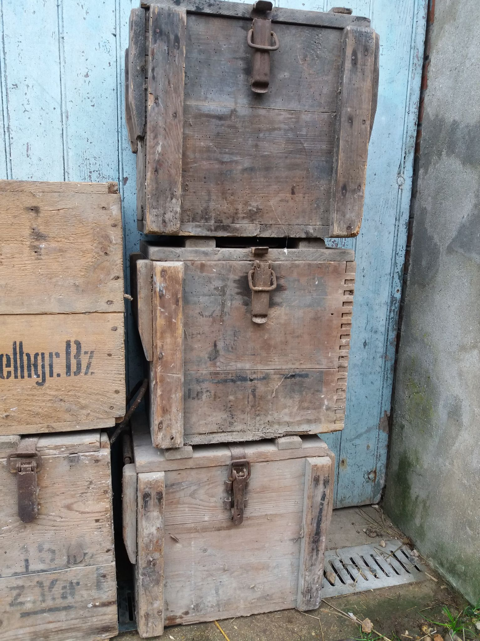 des caisses, des caisses et encore des caisses 21021404291623624317262261