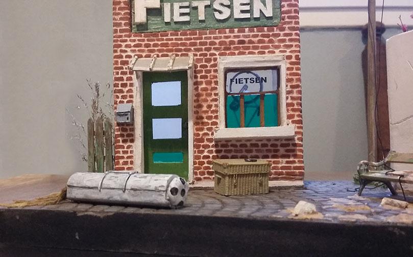 Bij de fietsenwinkel (Au magasin de vélos) 21021911135025838217270799