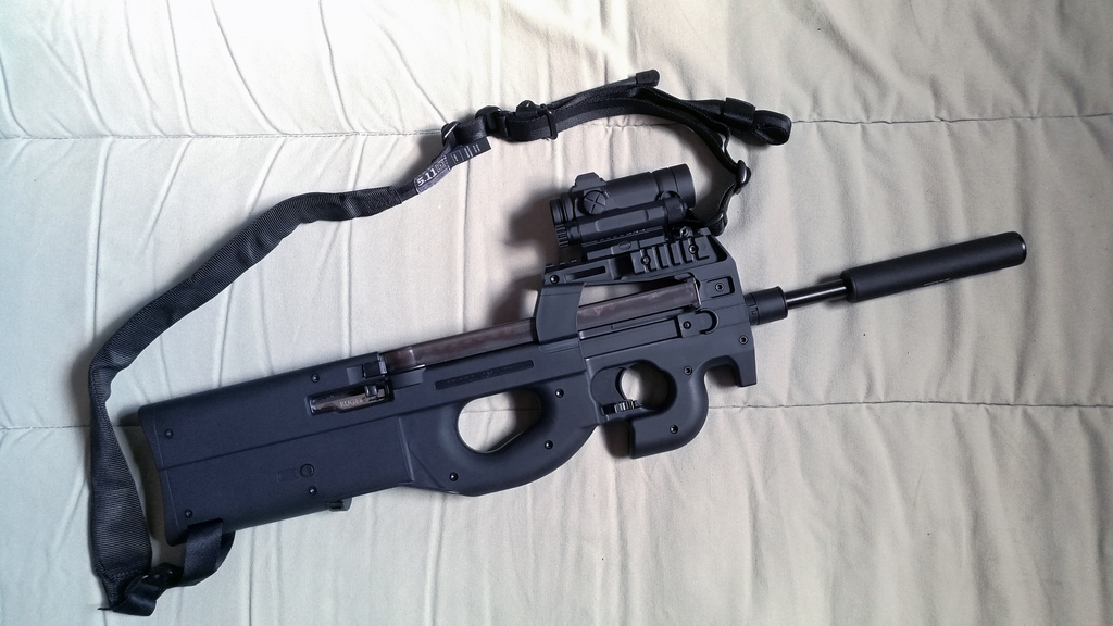 P90 .22LR : Ruger 10/22 + kit High Tower Armory 90/22 21031907083521032317323959