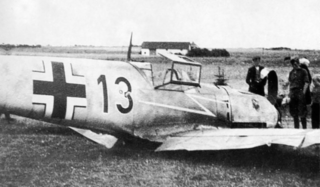 Messerschmitt-Bf-109E4-2.JG77-Black-13-belly-landed-Battle-of-France-1940-01